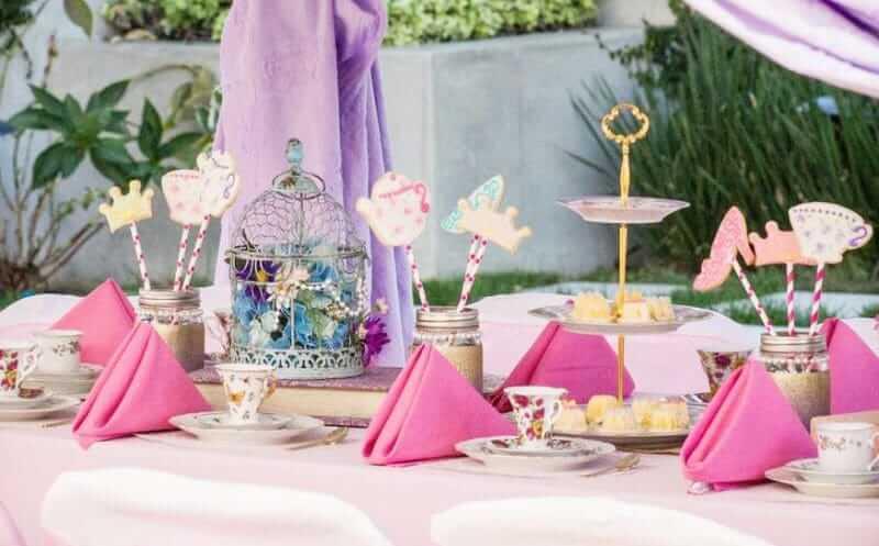 Праздничная-сервировка-детскоо-стола